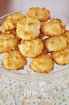 Coconut macaroons [scroll down for English] Coconut Desserts, Coconut Recipes, Sweet Desserts, Sweet Recipes, Morrocan Food, Cookie Recipes, Dessert Recipes, Macaroon Recipes, Food Carving