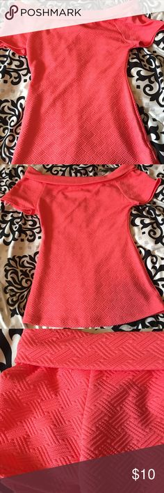 Peachy coral top Very cute peachy coral top new never worn before and stretchy material and has a cute pattern on it Tops