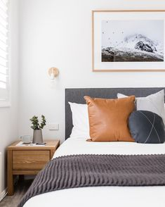 Explore this elegant renovated ski retreat in Jindabyne : Cosy bedroom with grey bedhead, white walls, timber side table and pops of colour. Scandi Bedroom, Grey Bedroom Decor, Cosy Bedroom, Trendy Bedroom, Simple Bedrooms, Masculine Bedrooms, Neutral Bedrooms, White Bedrooms, Bedroom Ideas