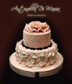 Pink wedding cake, quilting on top layer Keywords: #weddings #jevelweddingplanning Follow Us: www.jevelweddingplanning.com  www.facebook.com/jevelweddingplanning/