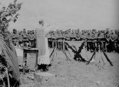 Les aumôniers catholiques ou protestants de la Wehrmacht célébreront les messes, assisteront les agonisants avec les derniers sacrements. Ce...