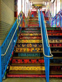CTA Pink line 18th station, Mexican murals, Pilsen neighborhood, Chicago, USA.    (via lachicabanda)