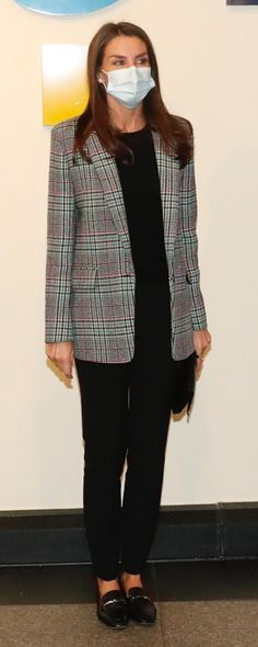 A Gallery of Queen Letizia's Outfits - Queen Letizia Style Spanish Royal Family, Queen Letizia, Plaid Blazer, Office Fashion, Sandro, Houndstooth, Cool Outfits, Classy, My Style