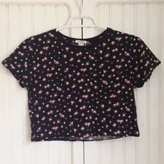 Forever 21 Tops - Black Floral Boxy Crop Top