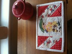 Valentine mug rug with repro vintage fussy cut center & 4 HST surround, 04.02.26.13