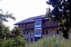 Χτισμένο στους καταπράσινους πρόποδες του Μπέλες, ΒΔ του Ακριτοχωρίου, το Ιερό Ησυχαστήριο Τίμιου Προδρόμου θυμίζει έντονα Αγιον Ορος, αφού είναι μετόχι της Ιεράς Μονής Ξενοφώντος.  #visitaround #agnantiohotel #greece #monk #travel #visitgreece #sidirokastro Macedonia, Hotel Spa, North West, Greece, Brick, Saints, Tours, Mansions, Architecture