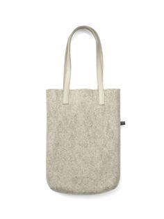 The Mini Shopper Bag is een kleine elegante hand tas net groot genoeg voor pasjes, mobiel, agenda en lippenstift. Alles wat je nodig hebt om te shoppen of uit te gaan. Door de opening zie je