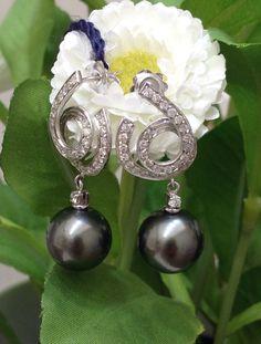 Nuova collezione Orecchini in oro bianco 18kt con diamanti taglio rotondo a brillante ct. 1.20 e perle Tahiti mm 13 Www.millegioiellitorino.com