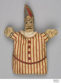 Punch and Judy glove puppets - - Punch and Judy glove puppets – MAAS Collection Glove Puppets, Sock Puppets, Hand Puppets, Vintage Clown, Vintage Toys, Punch And Judy, Marionette Puppet, Pierrot, Fantasy Figures