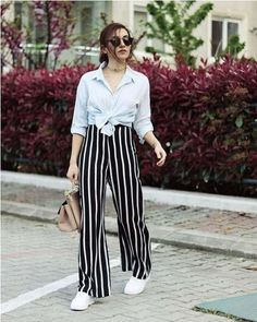 The striped palazzo pants are rocking this season and they are gaining a big popularity. Palazzo pants was trending the previous Indian Fashion Dresses, Muslim Fashion, Hijab Fashion, Fashion Outfits, Culottes Outfit, Trendy Outfits, Cute Outfits, Summer Pants Outfits, Western Dresses For Women