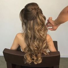 You can make your hair in a short time and easily amazing! These tutorials will … You can make your hair in a short time and easily amazing! These tutorials will make you feel sorry for your time at the hair salon! Formal Hairstyles For Long Hair, Long Curly Hair, Bride Hairstyles, Down Hairstyles, Curly Hair Styles, Hairstyle Ideas, Grunge Hair, Bridesmaid Hair, Gorgeous Hair