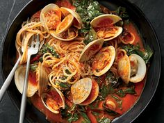This classic briny dish of spaghetti with fresh clam sauce gets amped up with sweet roasted bell peppers and Swiss chard Seafood Pasta, Seafood Recipes, Wine Recipes, Cooking Recipes, Healthy Recipes, Clam Recipes, Fish Dishes, Pasta Dishes, Pasta Sauces