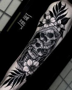 Tatto Skull, Skull Sleeve Tattoos, Skeleton Tattoos, Skull Tattoo Design, Sleeve Tattoos For Women, Skeleton Couple Tattoo, Spooky Tattoos, Leg Sleeve Tattoo, Female Arm Sleeve Tattoos