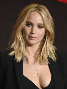 Jennifer Lawrence cleavage in a little black dress Jennifer Lawrence Photos, Jennifer Lopez, Happiness Therapy, Bobs, Jennifer Laurence, Female Actresses, Hollywood Actresses, Supergirl, Beautiful Actresses