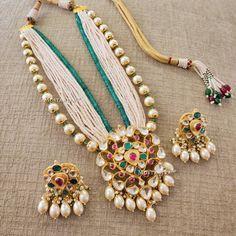 No automatic alt text available. Antique Jewellery Online, Fancy Jewellery, Antique Jewelry, Fashion Jewellery, Bridal Jewelry, Beaded Jewelry, Gold Jewelry, Trendy Jewelry, Statement Jewelry
