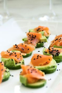 15 Minute Low-Carb Cucumber Bites - Simple and easy to make filling salmon, avocado and cucumber bites. You have to add this recipe to your summer must have keto recipe list. Gluten Free Appetizers, Low Carb Appetizers, Appetizer Recipes, Snack Recipes, Appetizer Ideas, Low Fat Diets, Low Carb Diet, Low Carb Recipes, Healthy Recipes
