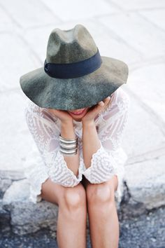 {White lace dress.}