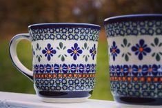 Unike håndlaget og håndmalt kopper med mønster❤️ Hyggelig #tetid på hjem🏠 ✨✨✨ • • •  #hjem #hyggehjem #håndlaget #håndmalt #kopp #kopper #håndlagetkopp #morgenkaffen #kaffee  #gjøvik #oppland #hyggeting #mittnordiskehjem #interiør #kjøkken  #drikke #hyggelig #lykke #vinter #kveld #kunsthåndværk Mugs, Tableware, Kitchen, Dinnerware, Cooking, Tumblers, Tablewares, Kitchens, Mug