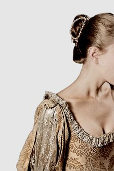 Royal fashion shared by Manuela Micu on We Heart It Lucrezia Borgia, The Borgias, Shakespeare, Narnia, Jane Austen, A Discovery Of Witches, Falling Kingdoms, Romeo And Juliet, Fancy