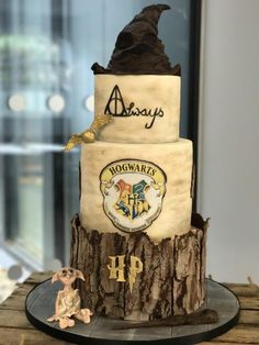 Harry Potter Wedding Cake - cake by Cakes by Carina Harry Potter Torte, Harry Potter Desserts, Harry Potter Wedding Cakes, Harry Potter Birthday Cake, Harry Potter Bday, Harry Potter Food, Harry Potter Theme Cake, Themed Wedding Cakes, Wedding Cakes With Cupcakes