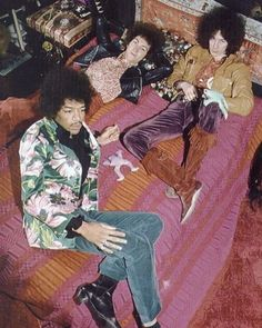 F A V O U R I T E 5 : William Morris Inspired 60s Fashion - Jimi Hendrix in a flower power blazer by Granny Takes a Trip.  #60sfashion #jimihendrix #hohfavourite5