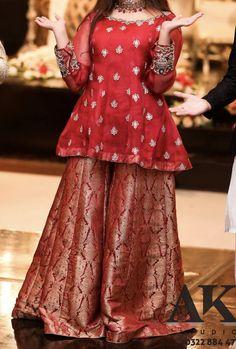 Beautiful Pakistani Dresses, Pakistani Party Wear Dresses, Shadi Dresses, Designer Party Wear Dresses, Pakistani Wedding Outfits, Kurti Designs Party Wear, Pakistani Dress Design, Beautiful Dresses, Girls Dresses Sewing