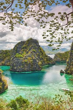 Coron Lagoon - The Philippines Kayangan Lake, Coron islands, Palawan, Philippines