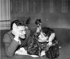 Edith Piaf et Robert Lamoureux http://www.editionsmontparnasse.fr/p1105/Chanteurs-de-toujours-Volumes-1-et-2-DVD