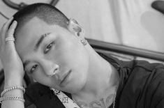 Taeyang do BIGBANG exibe seu novo corte de cabelo para o serviço militar