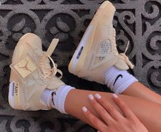 Cute Sneakers, Sneakers Mode, Sneakers Fashion, Shoes Sneakers, Jordan Shoes Girls, Girls Shoes, Nike Air Shoes, Aesthetic Shoes, Hype Shoes
