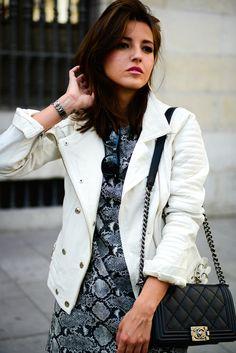leather jacket: Anine Bing  dress: Zara  booties: Isabel Marant Dicker  watch: Sheen de Casio bag: Chanel Boy  sunglasses: Ray ban Wayfarer