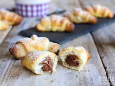 Cornetti veloci di pasta sfoglia alla Nutella Doughnut, Desserts, Anna, Food, Tailgate Desserts, Deserts, Essen, Postres, Meals