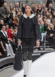 Direkt von der Paris Fashion Week 2017: Hier siehst du alle Bilder der Herbst/Winter-Kollektion 2017/18 von Chanel ► ELLE.de
