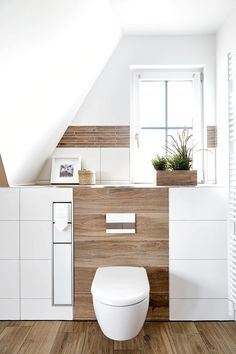 Erdtöne in Kombination mit Holzoptik von Banovo GmbH Wc Design, Bathroom Interior, Small Bathroom, Storage Spaces, Family Room, Sweet Home, New Homes, Home And Garden, House