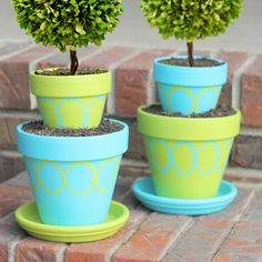 Painting Clay Pots For Outdoor Use Tiered Pot Accents Create These Eye Catching Patio Accents With Patio Outdoor Painting Plant Pots Outdoor Painting Plastic Plant Pots Outdoor Clay Pot Projects, Clay Pot Crafts, Craft Projects, Craft Ideas, Clay Flower Pots, Flower Pot Crafts, Painted Clay Pots, Painted Flower Pots, Painting Plastic