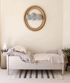 EN MI ESPACIO VITAL: Muebles Recuperados y Decoración Vintage: Más dormitorios en blanco { More white bedrooms}