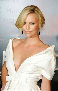 Charlize Theron: pic #234415