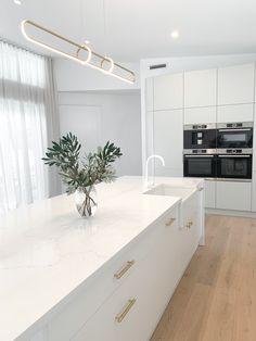 Kitchen Room Design, Modern Kitchen Design, Home Decor Kitchen, Interior Design Kitchen, Kitchen Living, Bathroom Interior, New Kitchen, Home Kitchens, Kitchen Mixer