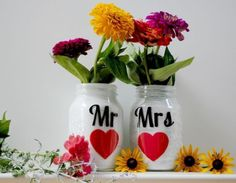 Adorable mason jar vase idea. Perfect for weddings.