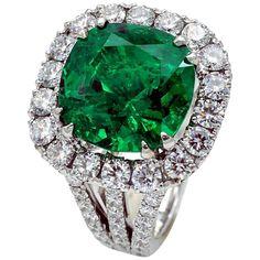 Gubelin certified 9.37 carat Colombian Emerald diamond Ring 1
