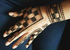 Mehndi Ladies Suits Indian, Suits For Women, Mahndi Design, Bridal Henna, Henna Patterns, Henna Designs, Hand Henna, Dance Costumes, Mehndi