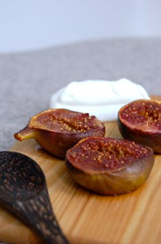 Baked figs with vanilla ice cream. Find the recipe at www.copenhagencakes.com
