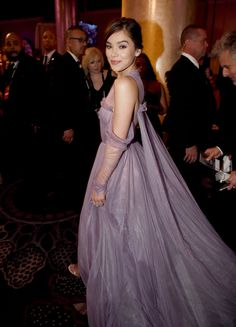 Inside the Golden Globes: Hailee Steinfeld in Vera Wang