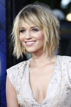 Don't you just love a bob hairstyle? These celebrities wear it amazingly! Just look at Taylor Swift, Keira Knightley,. Discover their stunning bob hairstyles with bangs! Bob Hairstyles With Bangs, Lob Hairstyle, Haircuts For Long Hair, Straight Hairstyles, Cool Hairstyles, Bob Haircuts, Blond Mi-long, Medium Hair Styles, Curly Hair Styles