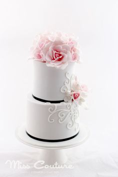 A place for people who love cake decorating. Gorgeous Cakes, Pretty Cakes, Amazing Cakes, Small Wedding Cakes, Wedding Cakes With Cupcakes, Fondant Cakes, Cupcake Cakes, Dessert Oreo, Fancy Cakes