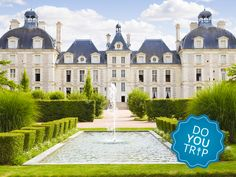 Take a day tour from Paris to visit the three most famous chateaux of the Loire Valley: beautiful Chenonceau Castle, privately owned Chateau de Cheverny and, perhaps most magnificent of them all, the Chateau de Chambord. You'll witness the glamour an Valle Del Loire Francia, Versailles, Palaces, Loire Castles, Loire Valley France, Chateau Hotel, Casa Hotel, French Castles, Grand Homes