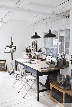 Check Out 35 Industrial Home Office Design Ideas. One style which is great for a home office is industrial. Industrial pieces become chic urban decor. Industrial decor is fashionable, functional and perfectly suited for life in the century. Home Office Inspiration, Workspace Inspiration, Interior Inspiration, Office Ideas, Design Inspiration, Interior Ideas, Furniture Inspiration, Home Art Studios, Art Studio At Home