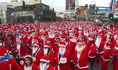 นักวิ่งสวมชุดซานตาคลอส เข้าร่วมกิจกรรม 'วิ่งซานตาลาสเวกัส' งานวิ่งแข่งประจำปีในย่านดาวน์ทาวน์นครลาสเวกัส ซึ่งในปีนี้มีผู้เข้าร่วมถึง 11,201 คน...