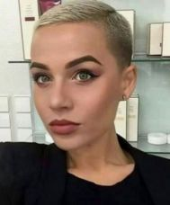 Buzz Cut Girls That Really Rock Short Hair - Styles Art haar pony Short Punk Hair, Really Short Hair, Super Short Hair, Short Hair Cuts, Short Hair Styles, Short Pixie Haircuts, Pixie Hairstyles, Cool Hairstyles, Hairstyle Ideas