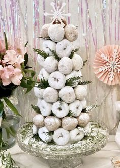 Winter Wonderland Kids Party - Pop of Gold - Winter Wonderland Kids Party Winter Wonderland Kids Party - Donut tree Winter Wonderland Decorations, Winter Wonderland Birthday, Wonderland Party, Winter Party Decorations, Winter Party Themes, Baby Shower Winter Wonderland, Winter Party Foods, Birthday Decorations, Parties Decorations